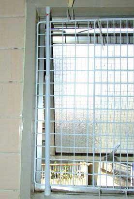 猫の脱走防止窓