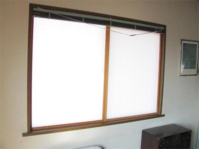 窓にプラダンで二重窓